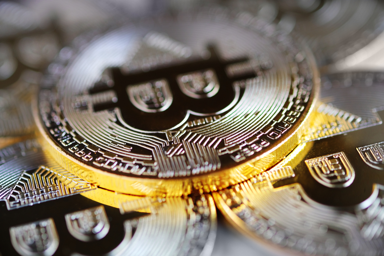 Bitcoin and Altcoins Back in Positive Zone