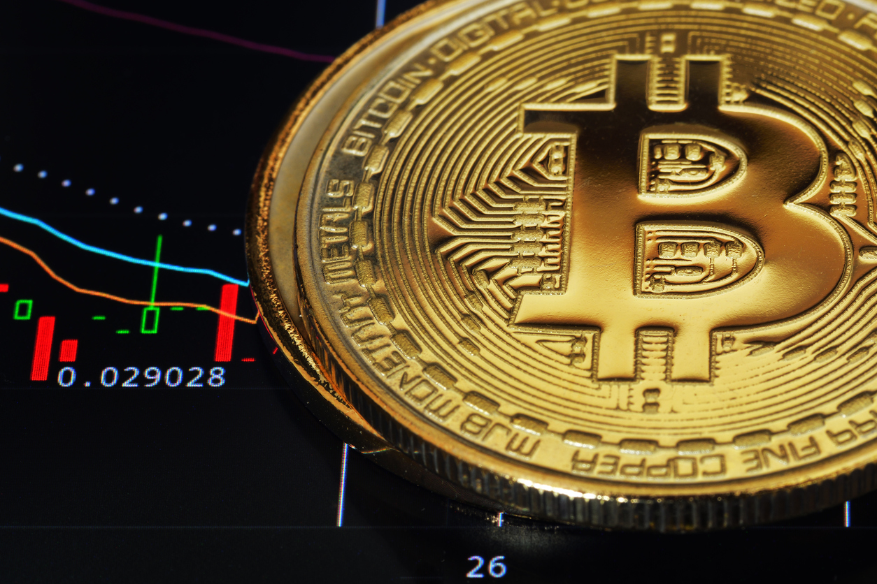 Bitcoin and Altcoins Nosedived, Tom Lee Still Predicts USD 25K per BTC