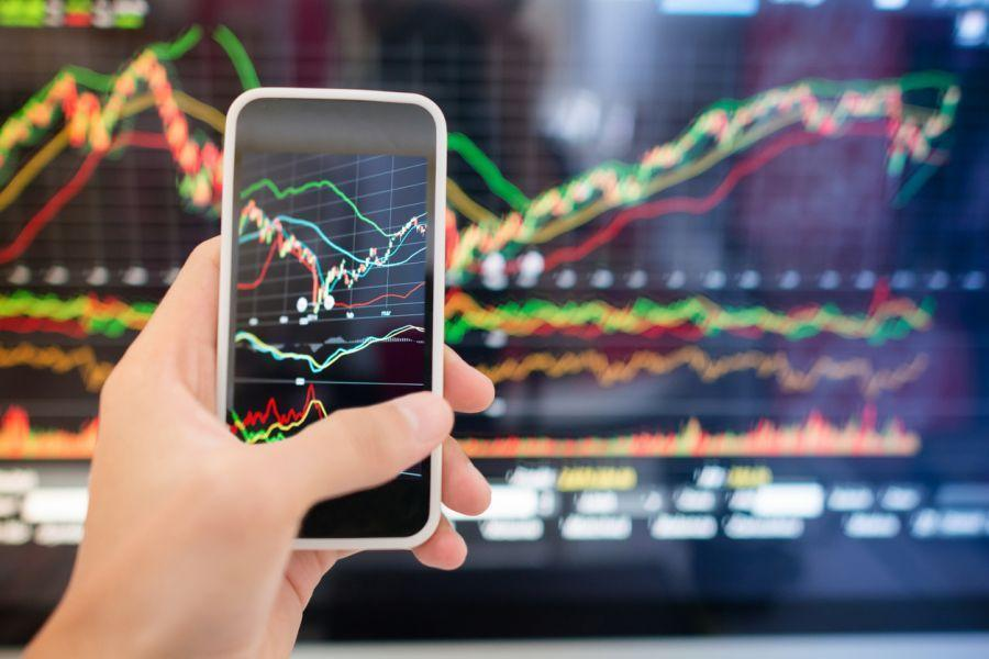 Crypto Market Sentiment Improves; EOS is the Week's Winner